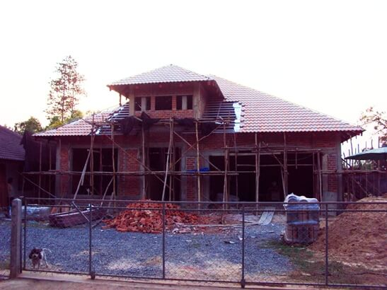 house-with-roof-in-thailand
