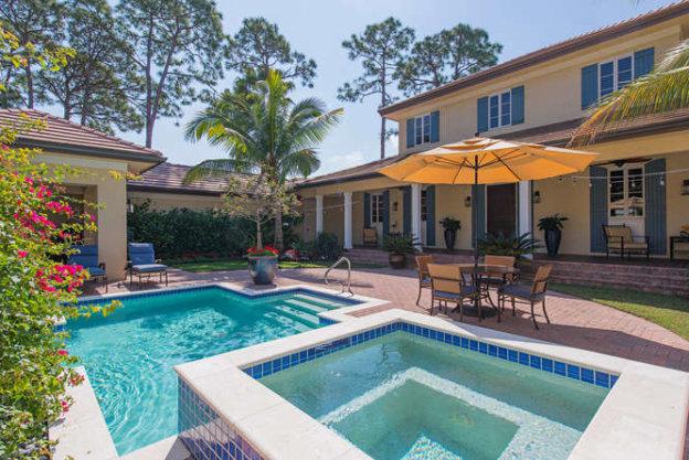 courtyard-pool